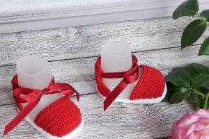 Робота Пінетки  сандалики в'язані для дівчинки