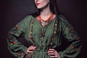 Вишита жіноча сукня на льоні - бохо шик сукня зелений льон