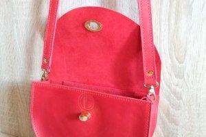 Стильна, яскрава жіноча сумочка. - Опис