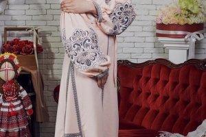 Вишита сукня в стилі бохо