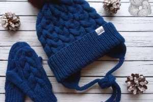 Комплект шапочка (с нат. помпоном) и варешки  для мальчика