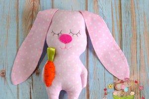 ЗАЯ - сплюшка с морковкой - Опис