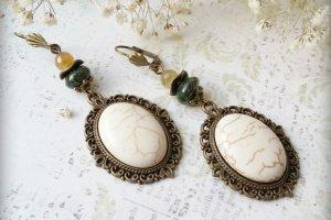 Сережки з великим білим каменем - Опис