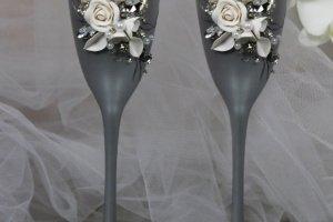 Весільні бокали з сяючими кристалами і квітами, срібло+білий