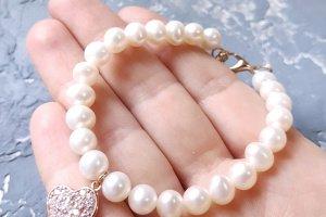 Браслет з натуральних перлів з позолоченою підвіскою серце