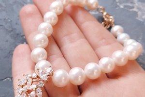 Браслет з натуральних перлів з позолоченою підвіскою букет - Опис