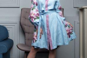 Платье с вышивкой - Опис
