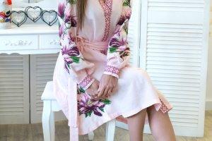 Льняное платье с очень красивой вышивкой - Опис