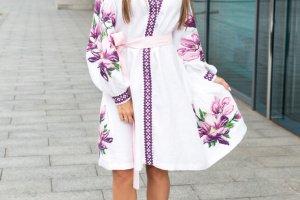 Платье из натурального льна белого цвета с машинной вышивкой - Опис