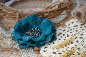 Квітка брошка із вовни шерстяна на подарунок