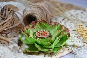 Квітка брошка зелена на подарунок заколка у волосся - Опис