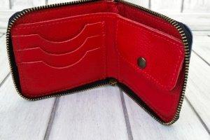 Шкіряний гаманець двох кольорів. - Опис