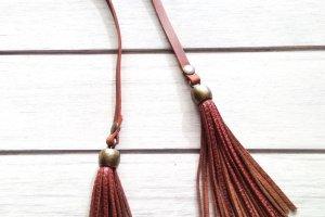 Кожаные украшения для сумок - Описание
