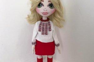 Лялька в українському національному костюмі