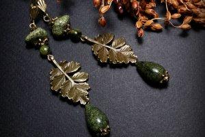 Робота Довгі зелені сережки зі змійовиком