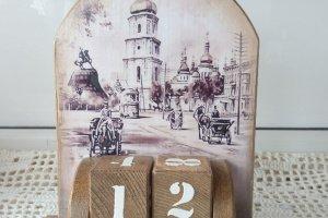Доeв'яний вічний калeндар Старий Киів - Опис