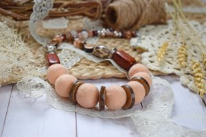 Намисто валяне із шерсті дерево буси персик коралі - Опис