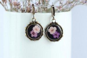 Сережки з рожевою та фіолетовою квіткою • Черные серьги - Опис