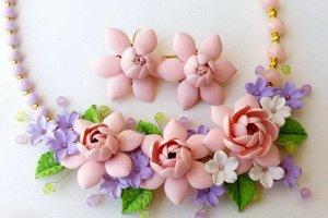 Кольє і сережки персиковими квітами - Опис