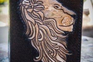 Кожаная обложка на паспорт Лев в профиль - Опис