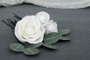 Шпильки для волосся з білими трояндами і листям евкаліпта - Опис