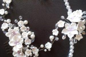 Весільний браслет і гребінь білого кольору - Опис