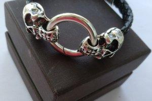 Чоловік шкіряний браслет з черепом - Опис