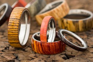 Оригінальна кільце з металу і дерева - Опис