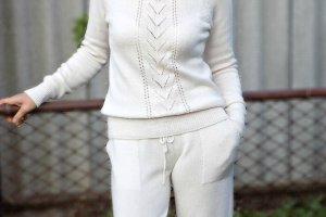 Білий спортивний костюм - Опис