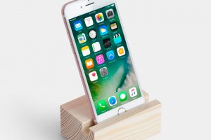 Дерев'яна підставка для телефону - ІНШІ РОБОТИ