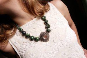 Керамічне намисто з каменями зелене - ІНШІ РОБОТИ