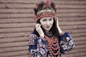 Робота Червоний очіпок, український вінок сценічний, фотосесія