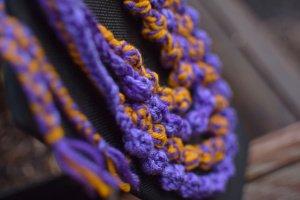 Фіолетове в'язане багаторядне намисто коралі буси  - Опис