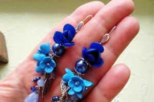 Сережки з синіми квiтами - Опис