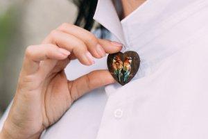 """Дерев'яна брошка серце """"Яскрава любов"""" - ІНШІ РОБОТИ"""