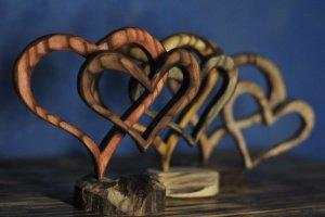 """Дерев'яна статуетка """"Два серденька"""" - ІНШІ РОБОТИ"""