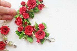 Робота Браслет і сережки з червоними трояндами