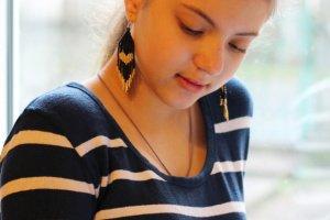Чорні сережки із золотим сердечком, подарунок на Валентина - Опис
