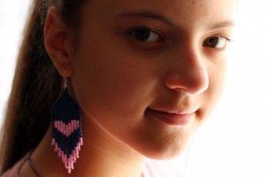 Сині з рожевим романтичні сережки з бісеру - Опис