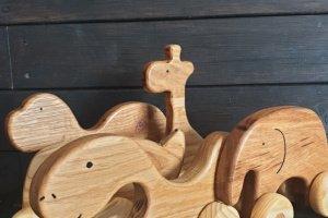 Іграшка дерев'яна - Опис