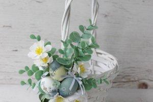 Робота Великодній кошик з яєчками