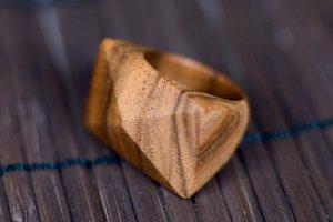 Дерев'яний перстень - Опис