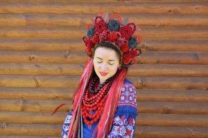 Робота Червоний український вінок, пишний автентичний вінок, етно