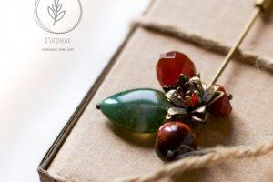 Робота Брошка-пін з натуральними каменями