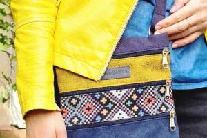 23007 міні сумка 4 кишені (голубий та жовтий)