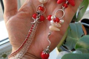 Робота Довгі червоні сережки з перлами