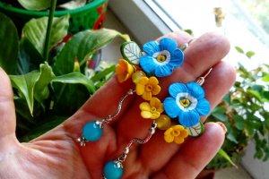 Робота Блакитні сережки з незабудками з полімерної глини