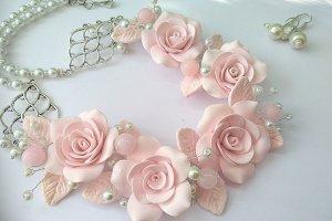 Робота Кольє і сережки з великими рожевими трояндами і жемчгом