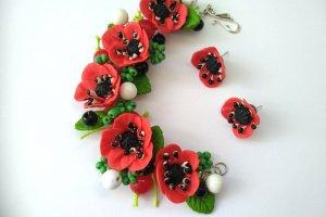 Робота Браслет і сережки гвоздики з червоними маками