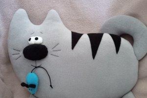 """Подушка """"Кот з мишкою""""."""